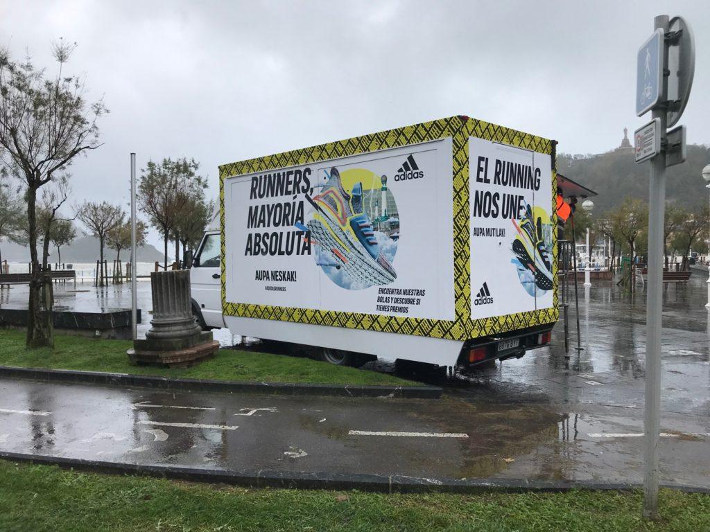 Furgon Expositor Adidas